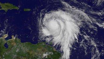 Ojo huracán María toca tierra Dominica