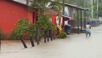 Inundaciones en Colima por interacción de una baja presión y frente frío