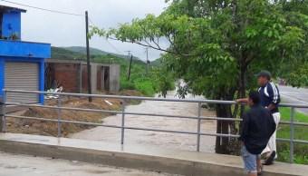ueren dos personas tras lluvias en Puerto Vallarta, Jalisco