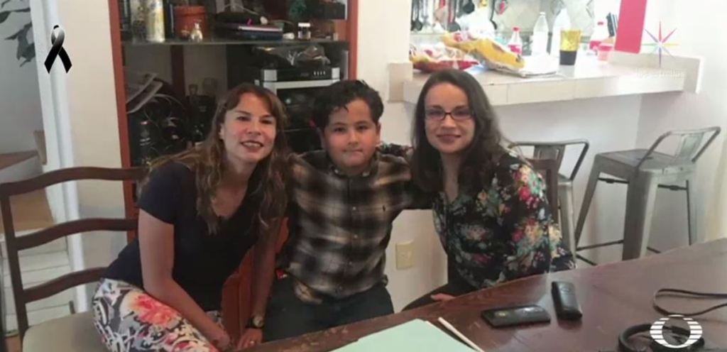Lucy Zamora en compañia de su familia