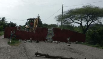 Caen bardas postes por sismo Ixtepec-Oaxaca