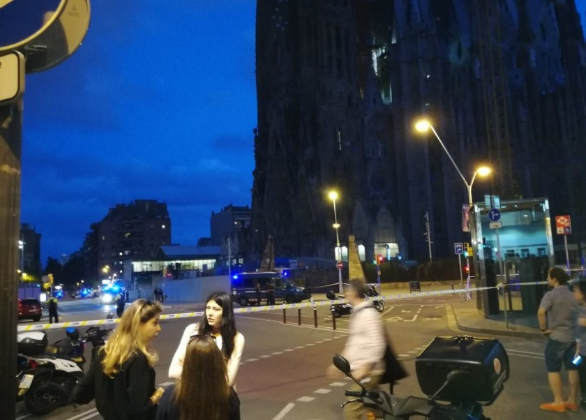 Policía acordona la Sagrada Familia por operativo antiterrorista en Barcelona
