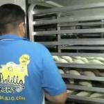 Panaderos atrapados en Houston por 'Harvey' hornean pan para damnificados