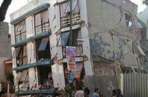 Edificio habitacional se derrumba con mujer adentro en la colonia Portales