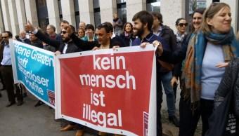 Miles de personas se manifiestan en Berlín a favor de los inmigrantes