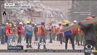 Rescatistas Buscan Joven Atrapado Edificio SLP Medellín