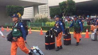 Rescatistas japoneses son recibidos aplausos aeropuerto CDMX