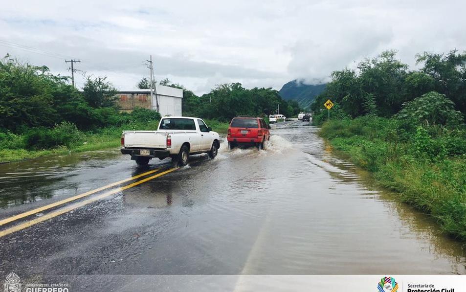 Desalojan viviendas desbordamiento del Río Blas Guerrero