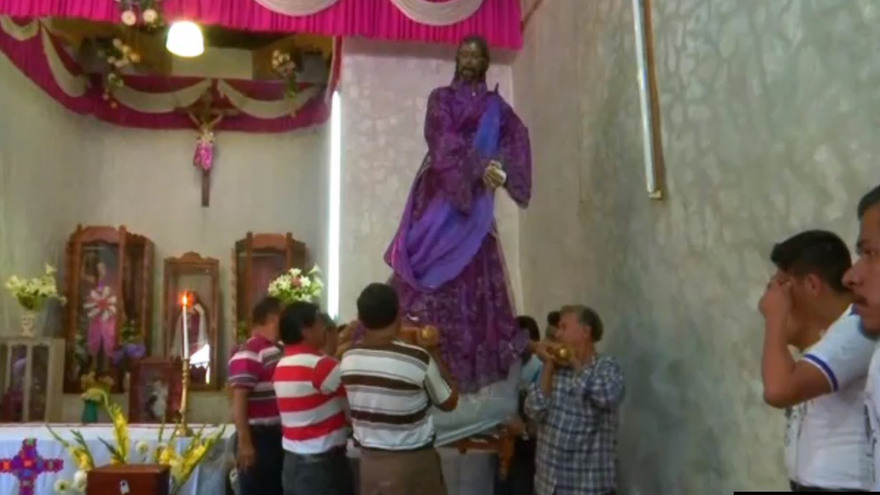 santos son trasladados a otro templo en chiapas
