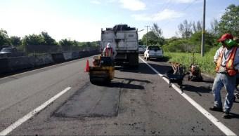 SCT repara carretera federal en veracruz