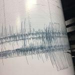 Imagen de un sismógrafo que registra un movimiento telúrico