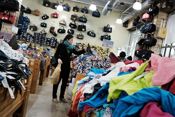 Sube en agosto el gasto del consumidor estadounidense