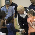 Trump viaja a Houston y reconoce a autoridades por respuesta ante 'Harvey'