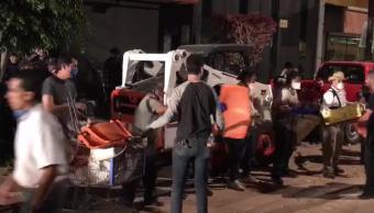 Voluntarios participan en labores de rescate tras sismo en la CDMX