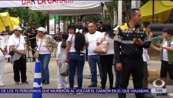 Familiares de víctimas del colegio Rebsamen lanzan globos blancos como homenaje