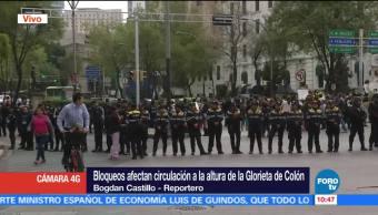 Padres de familia bloquean Paseo de la Reforma