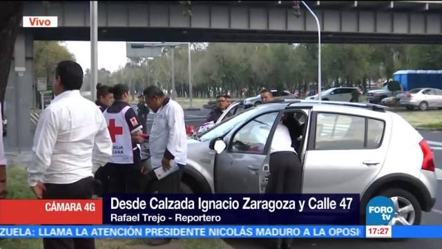 Combi impacta a camioneta que se pasó el alto en Zaragoza
