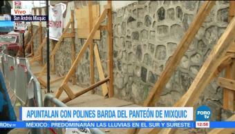 Apuntalan barda del panteón de Mixquic, por festejo de Día de Muertos