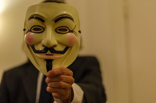 Se adjudica Anonymous ataque a la web del Tribunal Constitucional Español
