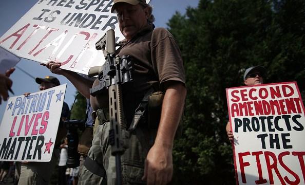 Asociación del Rifle lanza advertencia contra opositores a Trump