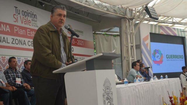Aacusan al gobernador de Guerrero de abuso de poder
