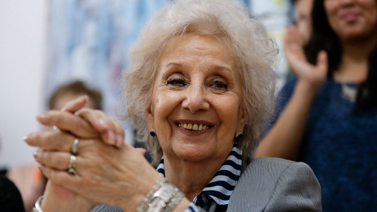 Abuelas de Plaza de Mayo recuperan a 125 nietos robados por dictadura