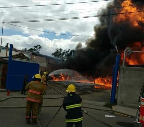 Difunden video de incendio en zona industrial de Tultitlán