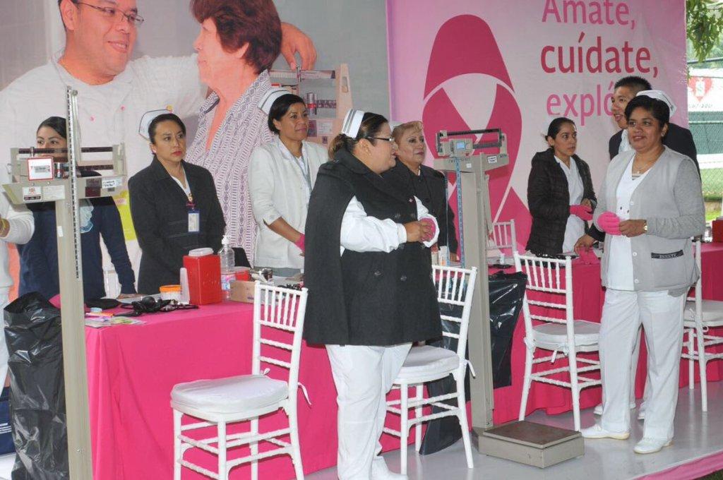 Feria de la Salud 'Guantes Rosas' promueven la autoexploración