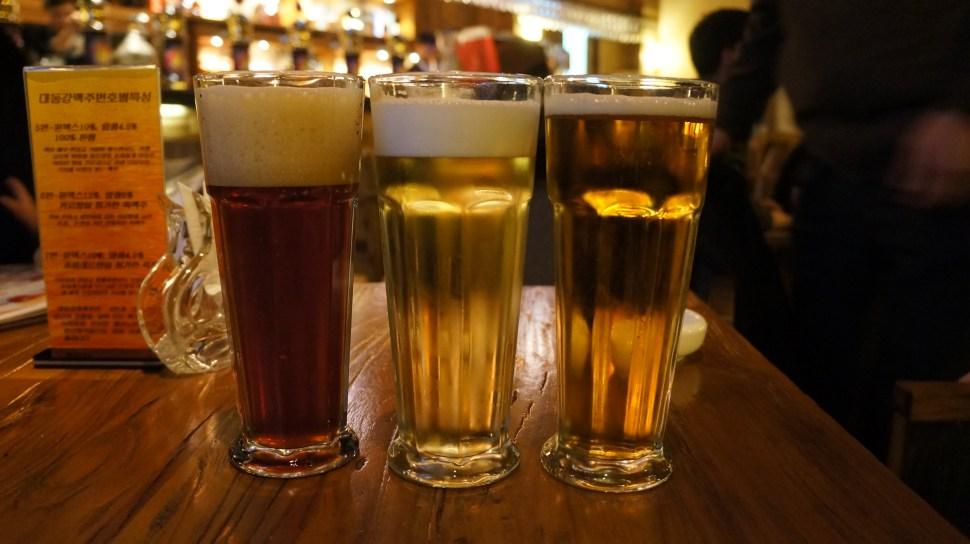 Cervezas oscura y clara