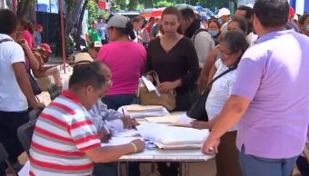 Damnificados en Juchitán, Oaxaca, se inscriben para obtener empleo temporal
