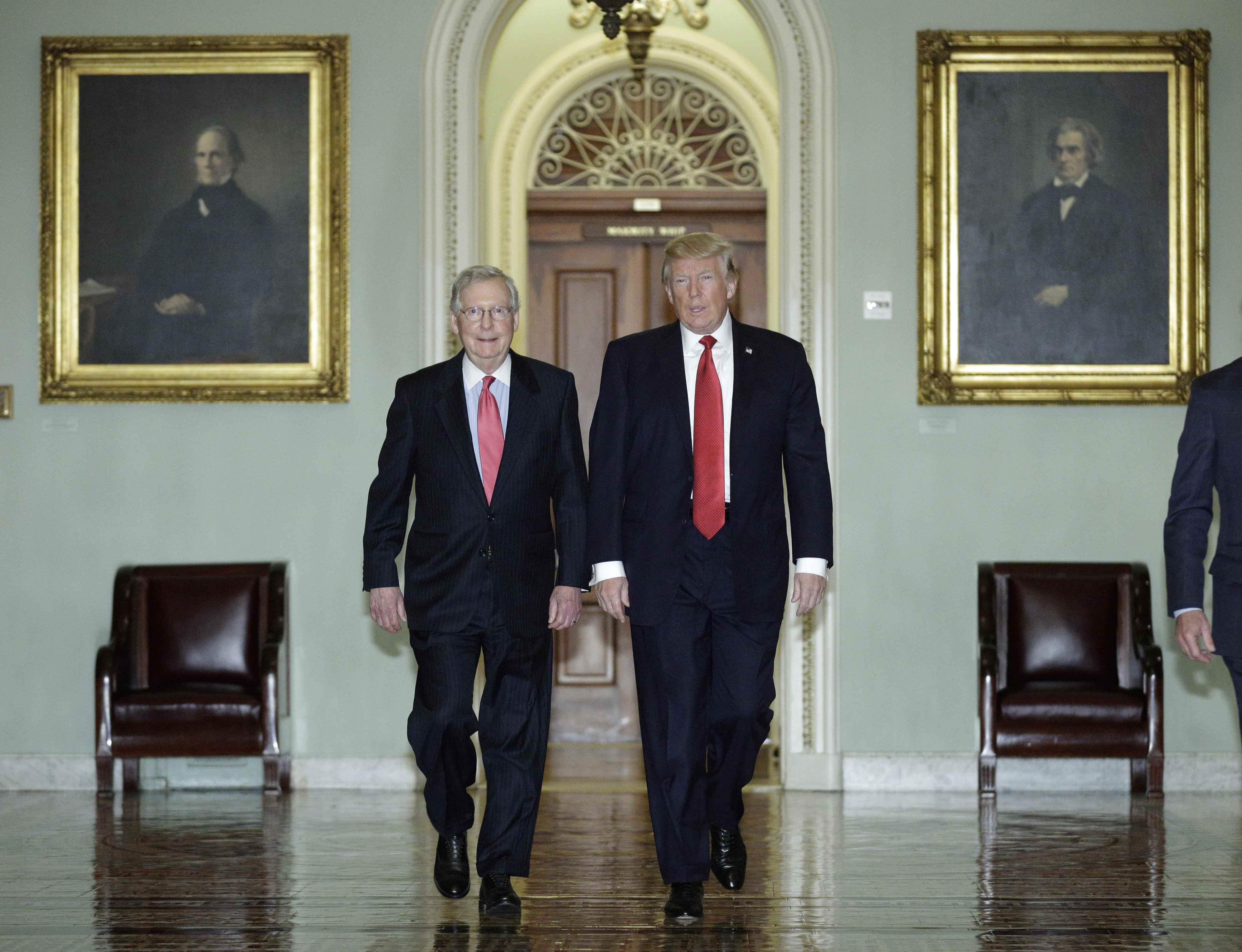 Califica Trump encuentro con Senadores como un Festival de amor