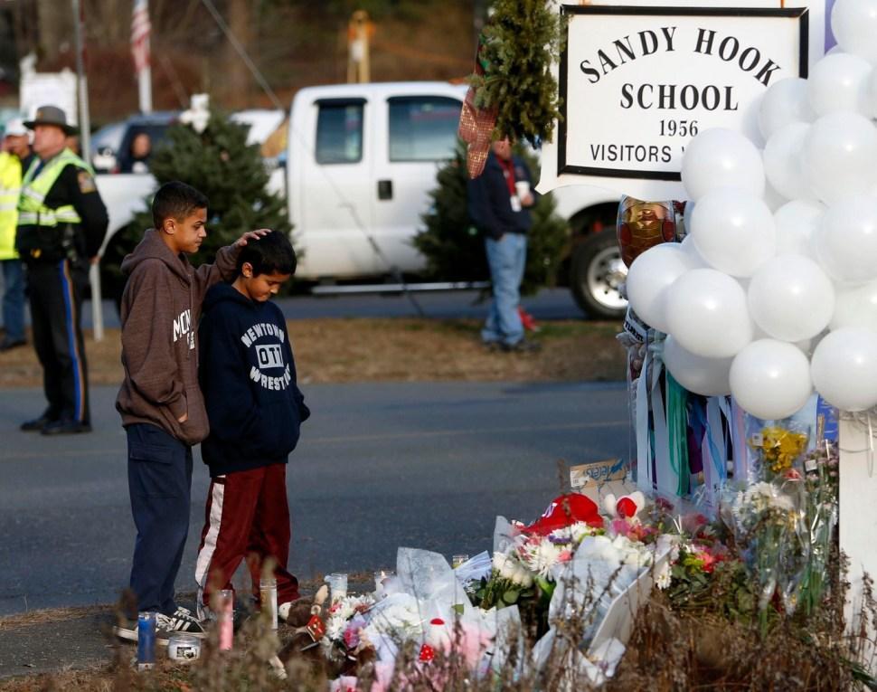 El ataque en la Escuela Sandy Hook dejó 20 niños muertos