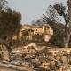 El fuego arrasó decenas de viviendas en California