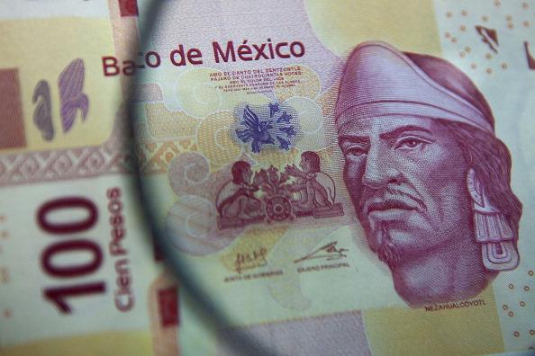 El peso mexicano avanza tras rumores de Powell para la Fed