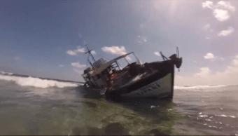 Encalla barco pesquero en arrecife de Yucatán