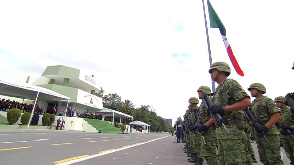 EPN reconoce a las Fuerzas Armadas