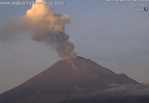 Exhalación con ceniza del volcán Popocatépetl