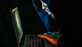 operadores informaticos hackean una computadora gettyimages