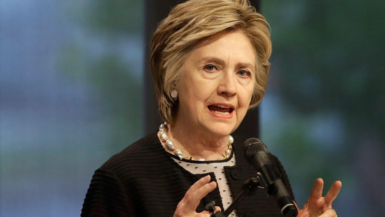 Los denunciantes alegan que se perjudicó a Hillary Clinton (AP, archivo)