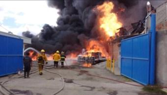 bomberos controlan un incendio en tultitlan edomex