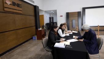 INE entrega constancias a aspirantes independientes