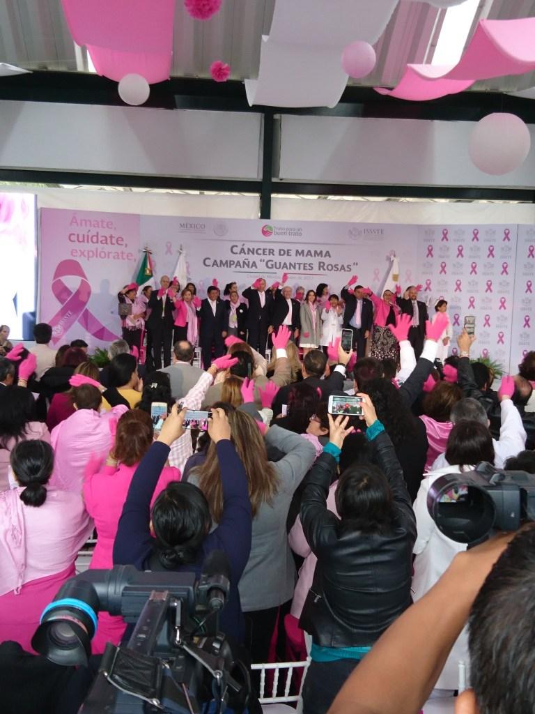 José Narro anuncia la campaña 'Guantes Rosas'