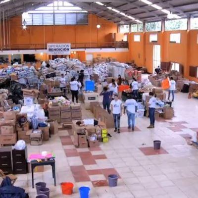 Jóvenes brindan ayuda inmediata a damnificados de sismos en México