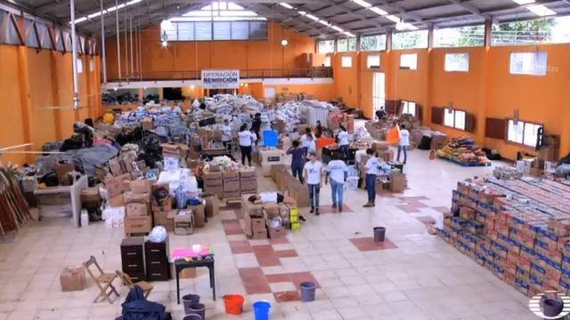 jovenes ayudan a damnificados de los sismos
