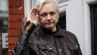 Julian Assange deja de dirigir WikiLeaks