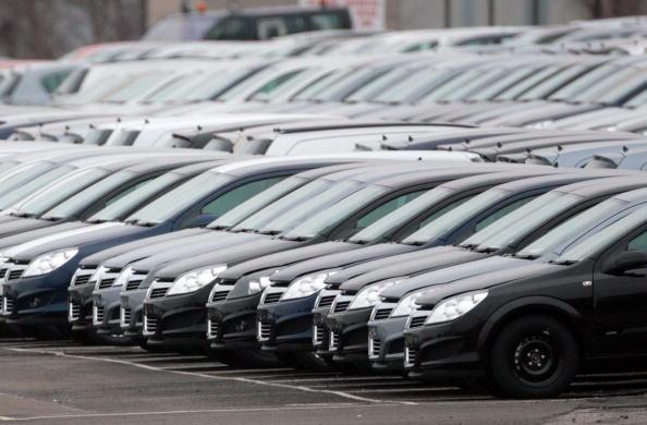 La compra de autos impulsa las ventas minoristas
