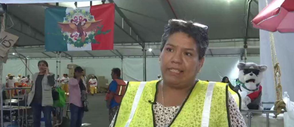 Lupita Muñoz, voluntaria de Tepito en centro de acopio