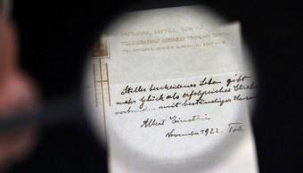 dos manuscritos de einstein son subastados