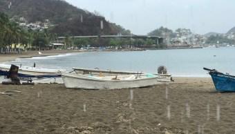 Marejadas erosionan playas del puerto de Manzanillo, Colima