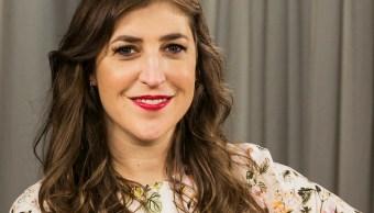 Mayim Bialik, arrepentida por su artículo sobre Weinstein
